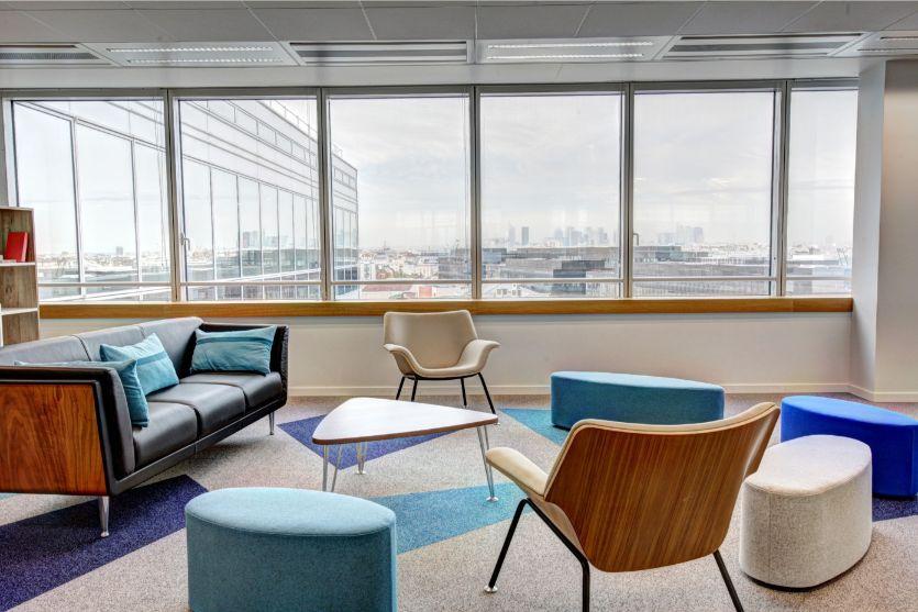 minimalistyczne wnętrze w biurze